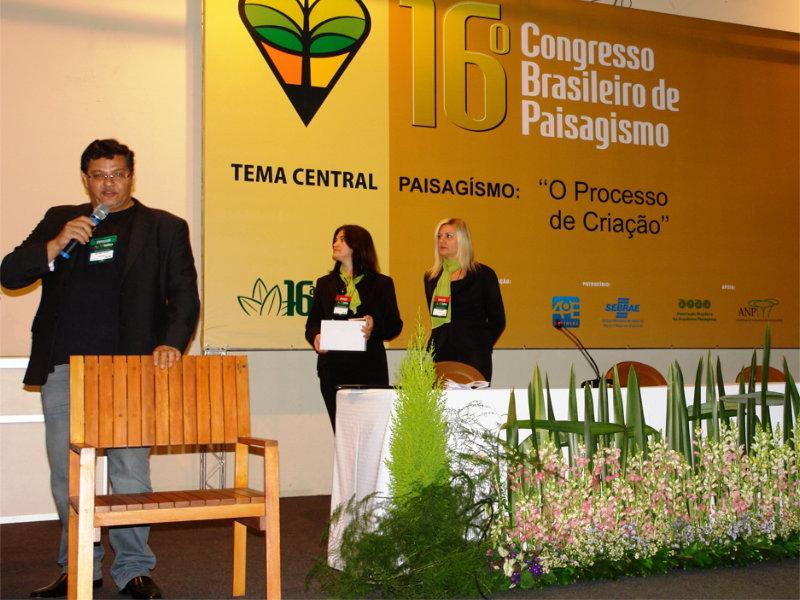 Araucari Arte integra projeto paisagístico de Benedito Abbud na sede da Google em São Paulo